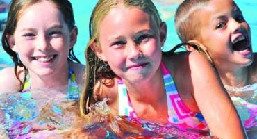deti v bassejne
